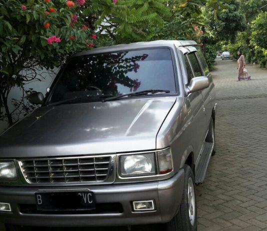 Jual Isuzu Panther New Royale Plus 2.5 th 2000 lokasi Tangerang - Cover