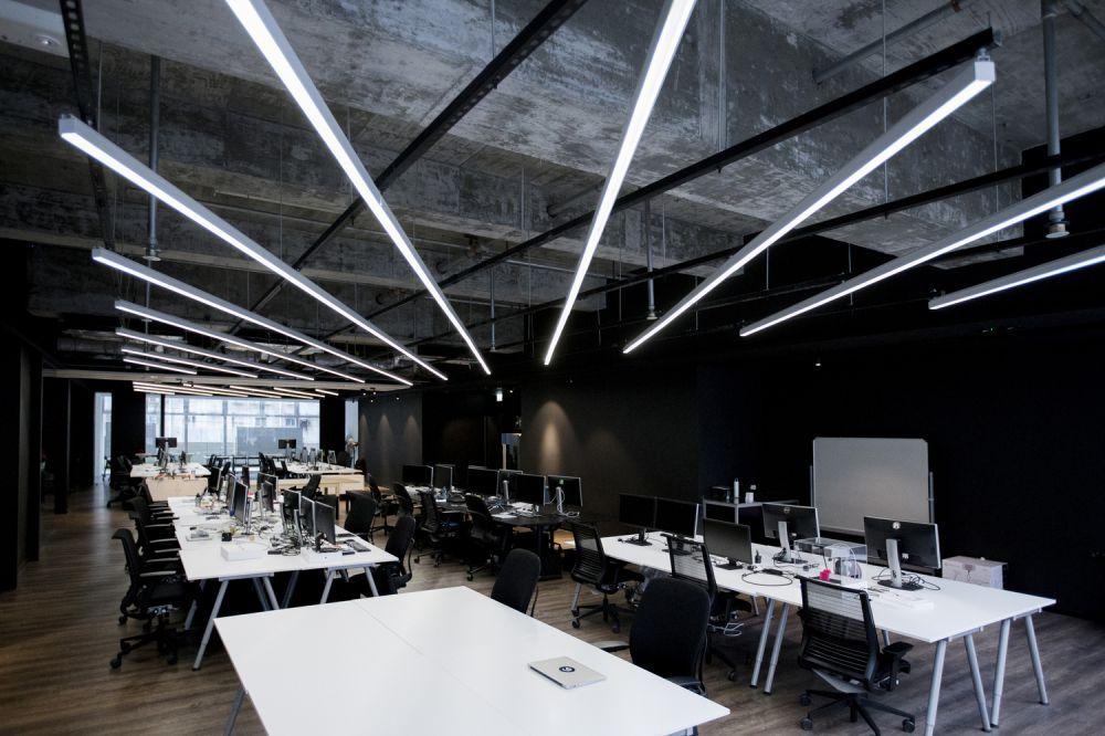 9DESKS digunakan sebagai tempat kerja utama bagi karyawan dengan project yang berbeda-beda - 5
