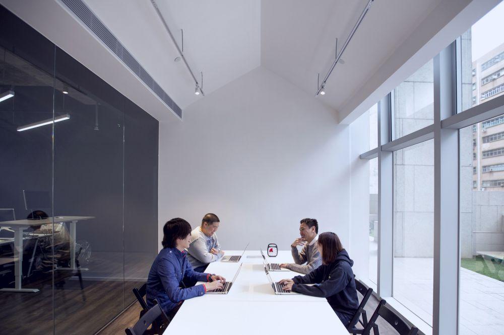 Kantor 9GAG dibagi menjadi tiga ruang utama, yaitu 9PARK, 9DESKS, dan 9SHEDS - 3