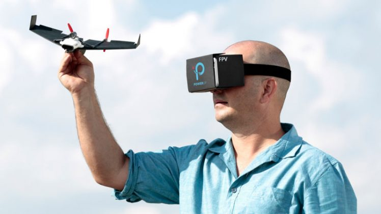 Remote Control Pesawat Kertas PowerUp dengan Virtual Reality - gizmodoDOTcom