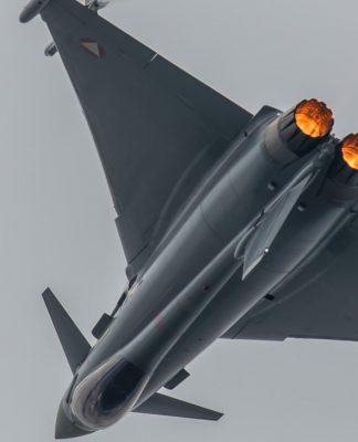 Ilustrasi Jet Tempur Eurofighter Typhoon Italia yang Jatuh ke Laut (Src: HushKit)