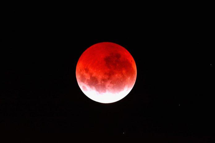 Gerhana Bulan Total yang Juga Disebut Rare Blue Moon Eclipse - WRALDotcom