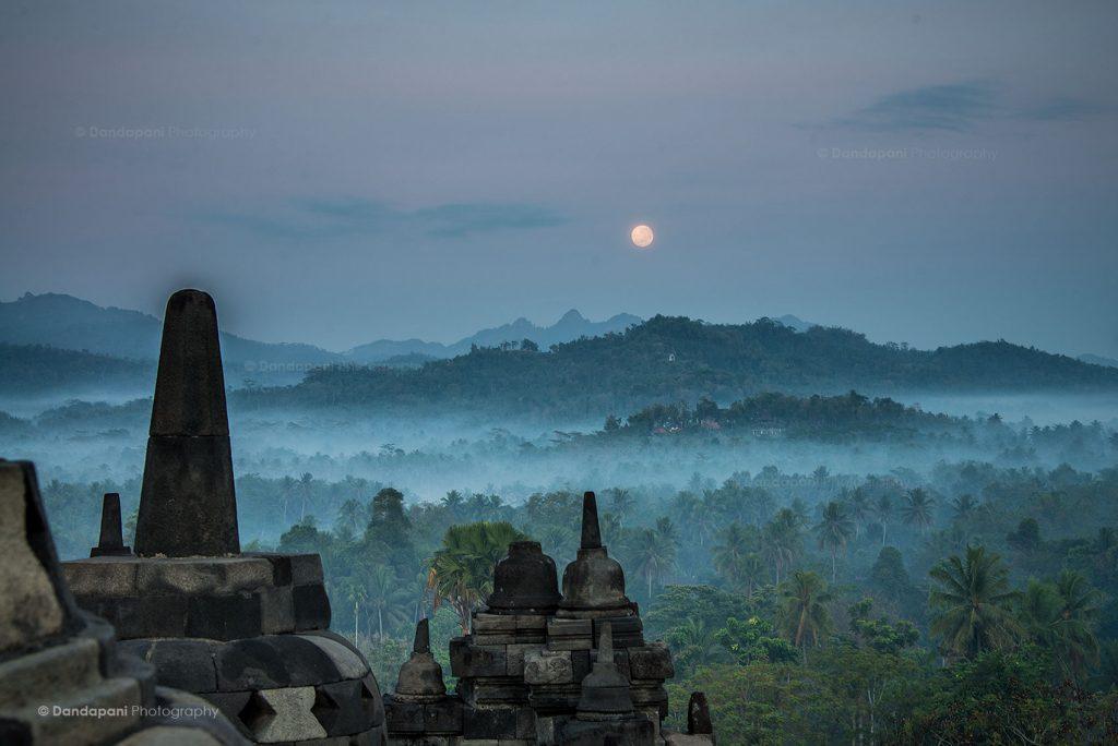 Keindahan Candi Borobudur - DandapaniDOTOrg