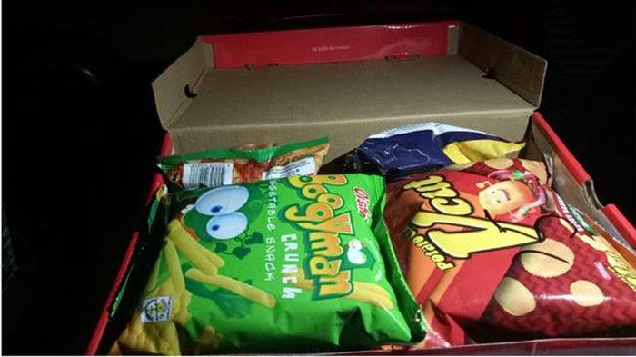 Christian menyembunyikan snack di dalam kotak sepatu (Facebook Christian Job Ramos)