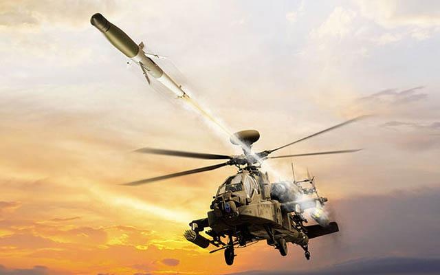 Helikopter AH-64E menembakkan APKWS, roket berpemandu laser © BAE Systems