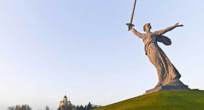 The Motherland Calls di Rusia - MalangTodayDOTnet