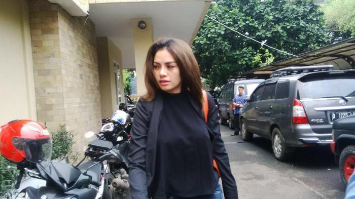 Nikita Mirzani Saat Datangi Mabes Polri Terkait Prostitusi Online