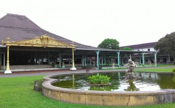 Tujuh Destinasi Wisata di Solo - Pura Mangkunegaran - Src Maeshare - blogger